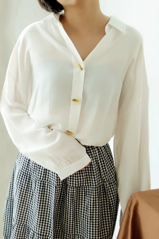 BIG BUTTONED BLOUSE
