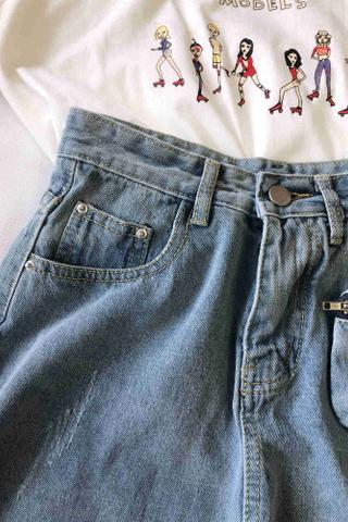 Frayed Hem Denim Shorts with Bag